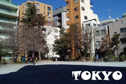 東京事業部の周りを歩く